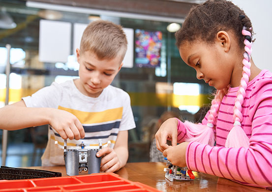 kids building toys